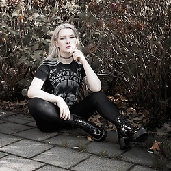 Joan Wolfie - Koi Footwear Boots, T Shirt - OCTOBER DAYS // Joan Wolfie