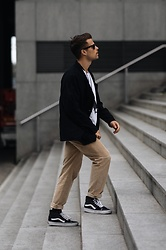 Kevin Elezaj - Vans Sneakers, A Day's March Pants, Allsaints Shirt, Ray Ban Glasses - October 29