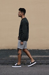 Kevin Elezaj - Vans Sneakers, J. Crew Shorts, Champion Sweater - Oliv