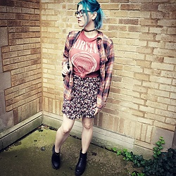 Lyndee M. - American Eagle Plaid Shirt, American Eagle Nirvana Tee, American Eagle Floral Dress, Chelsea Boots - The one where she pops the leg