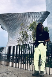 Karen Cardiel - Must Concept Store Reflective Pants, Nike Tee Special Edition Mexico City, Fila Disruptor 2, Must Concept Store Black Funny Pack, White Sunglasses - I love you Mexico City 🖤✔️