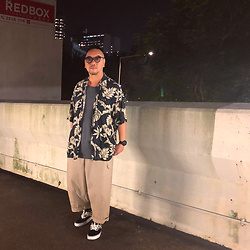 Mannix Lo - Midwest Vintage Hawaiian Shirt, H&M Washed Pocket Tee, Online Shop Loose Fit Cargo Pants, Vans Checked Era Sneakers - Lucky are those who find true loyal fds in this fake world