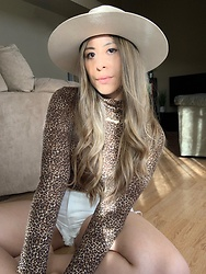 Kimberly Macias - Zara Leopard Print Turtleneck, Urban Outfitters Flat Brim Fedora, Levi's® White Denim High Waisted - Cozy fall