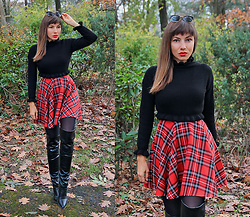 Jointy&Croissanty © - Femmeluxefinery Sweater - Black sweater, plaid skirt