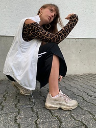 Aleks - H&M Leo Longsleeve, Alex Vest, Nike Air Max 95 Sneakers, Adidas Black And White Training Pants - In motion