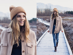 Anna Lengstrand - Aritzia Jacket, H&M Jeans, Kero Boots, Weekday Hat, Aritzia Belt - Mountain living.