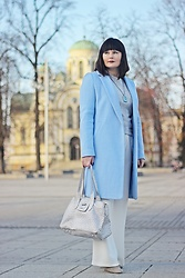 Moda_i_takie_tam - Reserved Blue Coat, Stradivarius White Palazzo Pants, Reserved Grey Sweater - Pani Zima