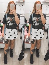Beatriz Gomes - Dr. Martens Jardon Boots, Bershka T Shirt - Queen of hearts