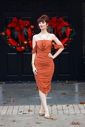Bleu Avenue - Femmeluxefinery Rust Bardot Cowl Neck Ruched Midi Dress Malia - Bardot Holiday Dress