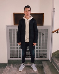 Andreas Sundbom - Samsøe Coat, Uniforms For The Dedicated Hoodie, Crocker Jeans, Nike Sneakers - Wsup