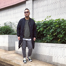 Mannix Lo - Online Shop Long Ma 1 Flight Jacket, Engineered Garments X Uniqlo Fleece Pocket Top, Cotton On Sweat Pants, Adidas Yeezy 700 Sneakers - A WINNER is just a loser who tried one more time