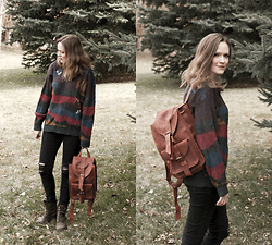 Emily S. - Vintage Pullover Sweater, Levi's® Distressed Jeans, Born Lace Up Boots, Etsy Ruck Sack - Duck Hunter