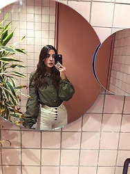 Mariana Garza - Zara Flare Jeans - Cool bathrooms