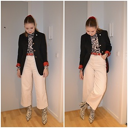 Mucha Lucha - H&M Roll Neck Top, Second Hand Blazer, Asos Belt, H&M Trousers, Topshop Boots - Classic colour combo