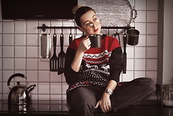 Ewa Macherowska - Swetry Świąteczne Sweater, Stradivarius Jeans, Happy Socks, Michael Kors Watch, Lolita Earrings - Christmas Vibes