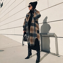 Alexandra DAP - Grungemama Plaid Coat, Mango Boots, Zara Beanie - Sun and #plaid