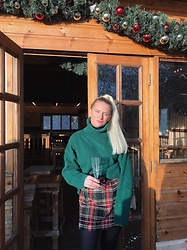 Fern Jenner - H&M Green Turtleneck, New Look Tartan Skirt - Christmassy