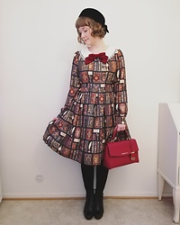Mari Susanna - Vintage Hat, Dear Celine Dress, Michael Kors Bag, Tamaris Boots - Green & red
