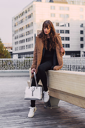 Andrea Funk / andysparkles.de - Veja Sneaker - Teddy Coat and Silver Bag