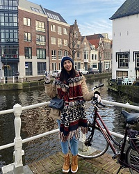 Christy Jaldori - H&M Scarf, Bozikis Chunky Shoes, Chanel Bag - I AMSTERDAM