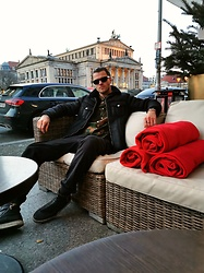 Alexander Renzl - Zeus Black Boots, Jack And Jones Black Cargo Pants, Polo Ralph Lauren Camo Shirt, Zara Fur Leather Jacket, Ray Ban Wayfarer - Berlin