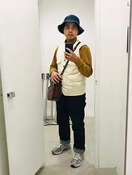 Yu-cheng Chen - Retrodandy 漁夫帽, Uniqlo 芥末黃內裏, Trophy Clothing 米白背心, Orslow 105 Standards, New Balance 990 V.5 - Rejoice in daily life