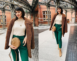 Daisyline . - Mango Leather Bag, Mango Coat, Zara Pants - Green pants for spring / IG: daisylineblog