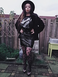 Batslover - Wytchvibe Tee Cutie In A Coffin, Femme Luxe Pvc Skirt, Footway Hogh Heels, Femme Luxe Fluffy Jacket, H&M Round Hat - I put spell on you