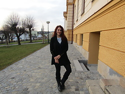 Kate P. - Atmosphere Black Cardigan, Orsay Blue Sweater With Halens Detail, Santé Healthy Shoes - Sweater weather 1/2020