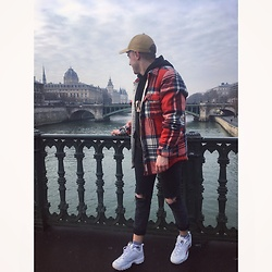 Thibaud Coquillon - Abercrombie & Fitch Shirt, Fila Sneakers, Calvin Klein Hoodie, Adidas Cap, Adidas Socks - #10