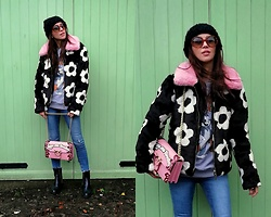 Joanna L - Skinnydip London Faux Fur Coat, Pinko Bag - Skinnydip london fur coat/ pinko bag /daisy print