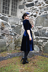 Ventovir -  - Blue velvet dress