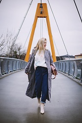 Aleksandra Siara - Zara Jeans, Zara Sweater - Space sweater