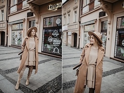 Aleksandra Szymiczek - Renee Coat, Renee Dress, Renee Shoes - Nude total look