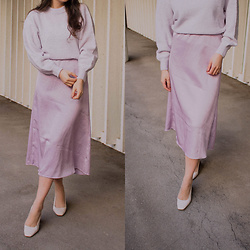 Karolina G. - Dorothy Perkins Court Shoes, & Other Stories Fuzzy Wool Blend Sweater, Tintofmintpatterns Chloé Bias Satin Midi Skirt - Full lilac look