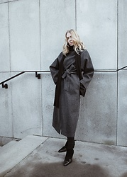 Zuzanna Wlodarz - Cat Studio Grey Coat - Cat Cat Studio