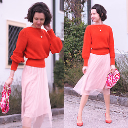 Claire H - H&M Knit, H&M Tulle Skirt, Högl Suede Heels, &Otherstories Clutch - Happy ❤️ L♥︎VE ❤️ Day