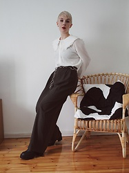 Thelma Malna - Zalando Cotton Blouse, 2nd Hand Belt, Zara Checked Trousers, Coolway Chuncky Boots - 2020 basic