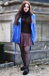 Zan Pale - Noisy May Shirt With Animal Print, H&M Plaid Skirt, Miranda Blue Coat, Deichmann Back Espadrilles With Studs - Lion fashion
