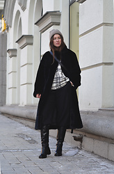 Olga Dupakova - H&M Fur Coat, Uniqlo Pants, Zara Hat - Fur coat