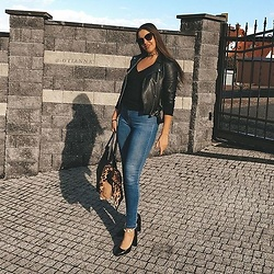 Otianna / Anna Berezowska -  - Basic look / black and jeans