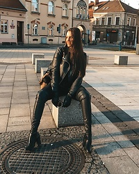 Otianna / Anna Berezowska -  - Total black leather