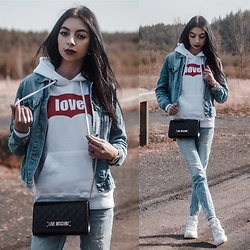 Katarzyna Klara Zaród - Sferakoszulek.Pl Sweatshirt, Bonprix Jeans, Nike Shoes, Moschino Bag - All you need is love || Stwo - Lovin U