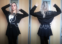Grim Alex - Claire's Spider Web Necklace, Aliexpress Yin Yang Sweatshirt, Aliexpress Chained Belt, Pleated Skirt With Buckles, Black Tights - Yin Yang