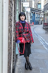 Weronika Bukowczan - Vintage Wool Checkered Blazer Jacket, Mango Black Midi Dress, Office Black Chunky Boots, Red Shoulder Bag - Dream vintage jacket
