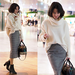 Claire H - H&M Ribbed Turtleneck Sweater, Edited Pencil Skirt Graziana, Furla Candy Bag - White collar