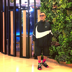 Mannix Lo - Nike Big Swoosh Half Zip Wind Breaker, Nike Shorts, Off White X Nike Zoom Terra Kiger 5 Sneakers - I don't believe myself when I say I'll be ready in 5 mins