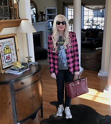 Shannon D - Milly Blazer, Frame Black Denim, Gucci Sneakers, Vintage Metallica T Shirt, Hermès Bag, Prada Sunglasses - Gucci Sneakers