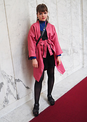 Siri ♧ - Prisløs (Redesign) Pink Robe, H&M Blue Turtleneck, Bik Bok Lace Top, Tokyo Bopper Black Bag, Monki Black Skirt, Nuovo Black Platform Heels - Pink and blue