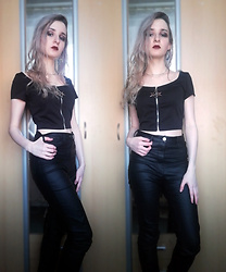 Grim Alex - Aliexpress Black Crop Top With Hexagram, Aliexpress Moon Earrings, H&M Black Wax Coated Jeggings - The Devil in I